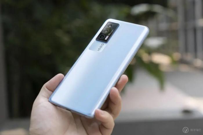 Анонс iQOO Neo 5: солидный игрофон по хорошей цене – фото 3
