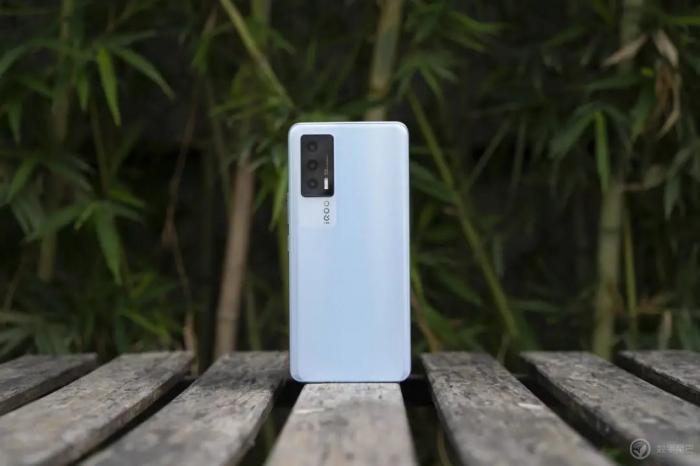 Анонс iQOO Neo 5: солидный игрофон по хорошей цене – фото 1