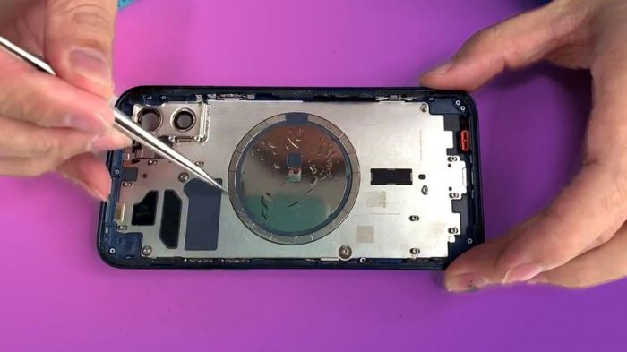 Устройство iPhone 12