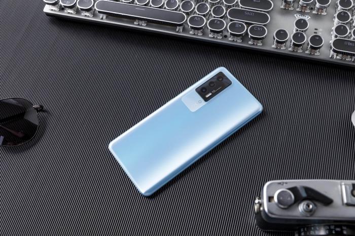 iQOO Neo 5s предложит флагманский дисплей и «железо» за невысокий прайс – фото 1