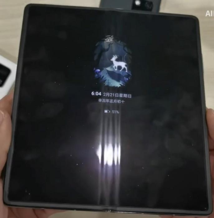 У Huawei Mate X2 есть складка на дисплее. Ожидали другого? – фото 1