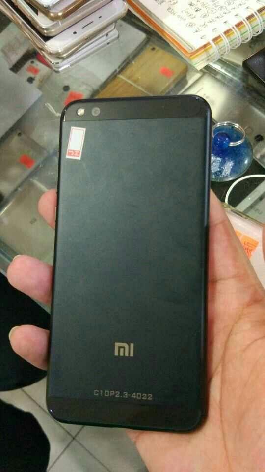 Фотографии Xiaomi Mi Note 2 в черном цвете слили в сеть – фото 3