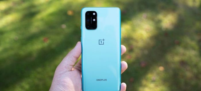 OnePlus 8T в голубом цвете