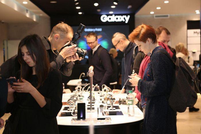 Samsung Galaxy Fold теперь будет продаваться и в Украине – фото 3