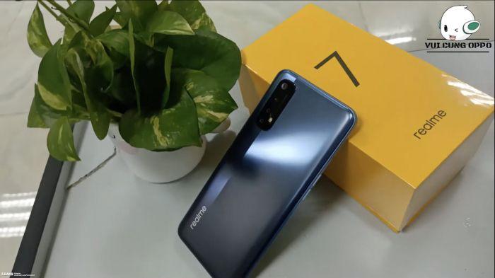 Realme 7, наушники Lenovo и Power Bank Rock доступны по скидкам – фото 1