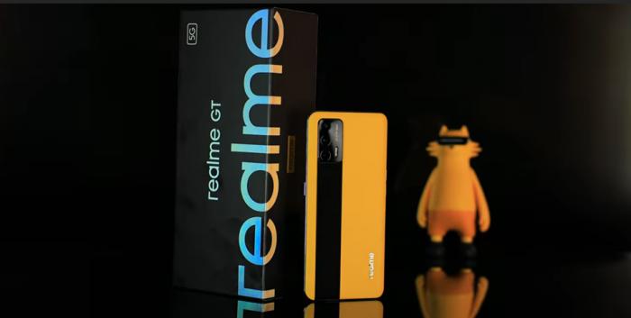 Realme GT: зачем нужен Poco F3, если есть он? – фото 1