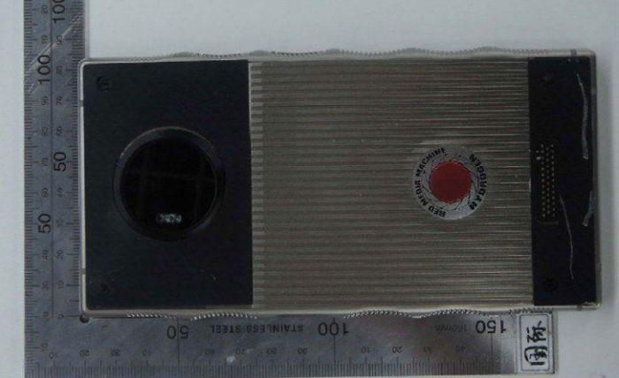 Титановый Red Hydrogen One показали на «живых» снимках – фото 3
