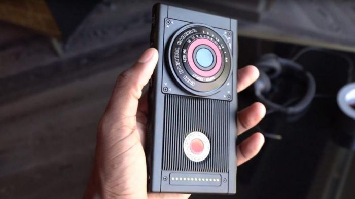Red Hydrogen с голографическим дисплеем появится в продаже уже этим летом – фото 1