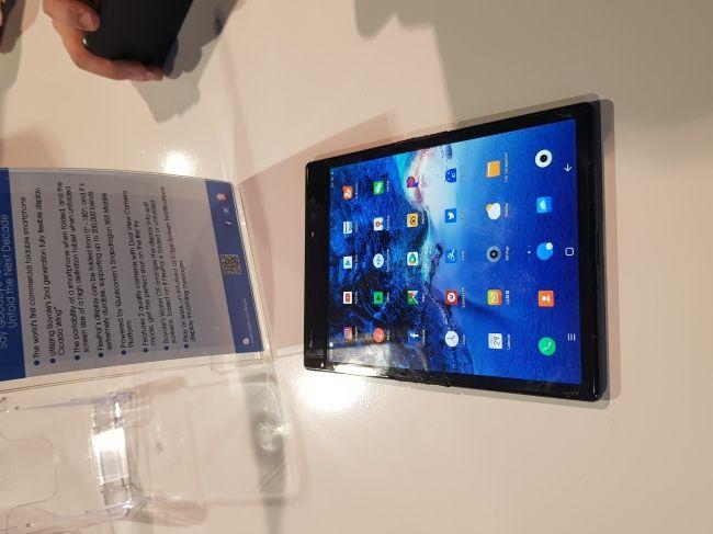 На CES 2019 Samsung вновь показала складной смартфон, но только избранным – фото 1
