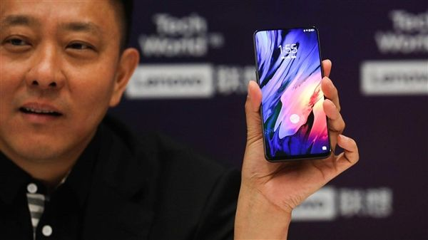 Вице-президент показал безрамочный слайдер Lenovo Z5 Pro – фото 3