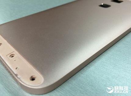 Huawei выпустит «золотой» фаблет среднего класса – фото 1