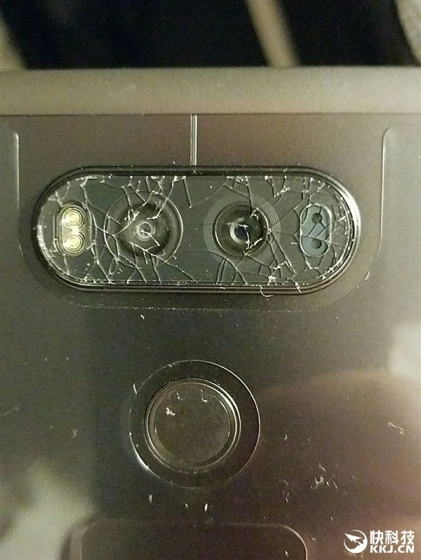 Покупатели жалуются на лопнувшие стекла основной камеры LG V20 – фото 2
