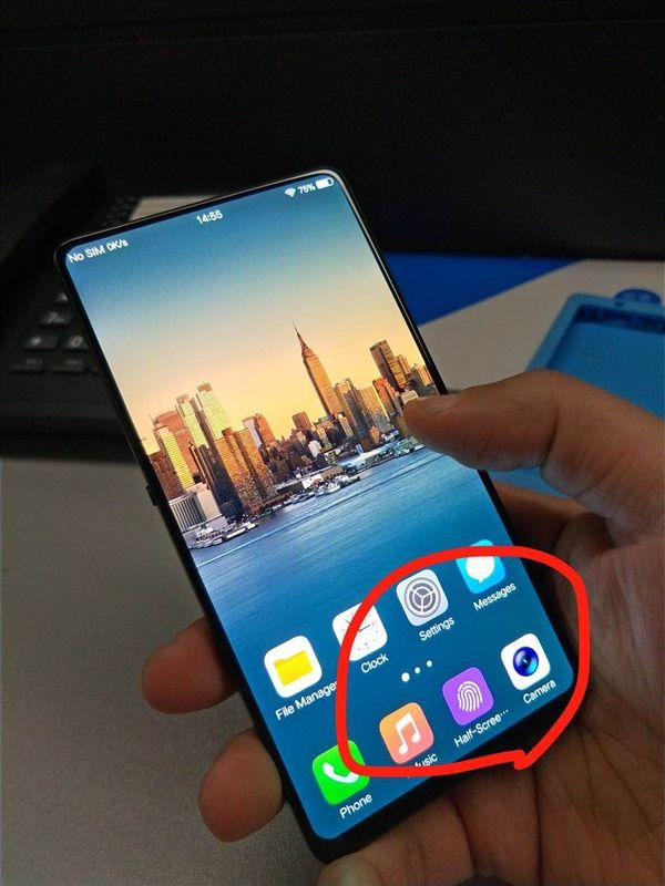 На фото показали смартфон Vivo с рекордным соотношением размеров корпуса и дисплея – фото 3