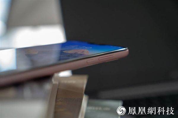 Xiaomi Redmi 6 Pro: официальные пресс-рендеры и «живые» снимки – фото 9
