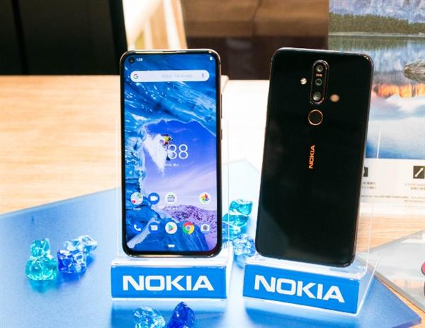 Представлен Nokia X71 с тройной камерой и «дыркой» в дисплее – фото 2