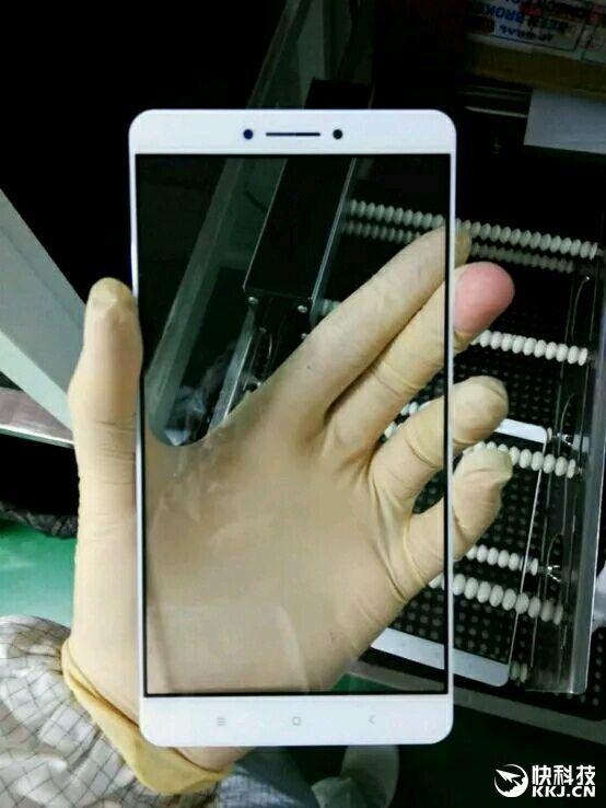 Xiaomi Max: фотографии лицевой панели 6,4-дюймового фаблета – фото 1