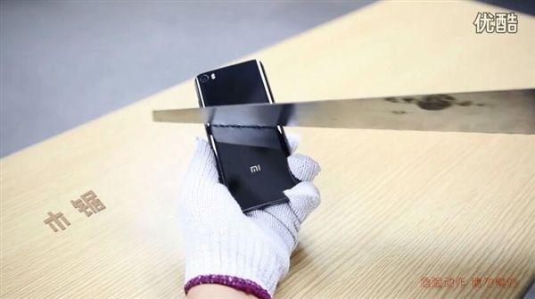 Xiaomi Mi5 с керамической крышкой испытали на устойчивость и механические воздействия – фото 4