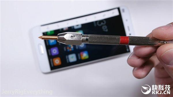 Xiaomi Mi5 не прошел тест на сгибание – фото 2