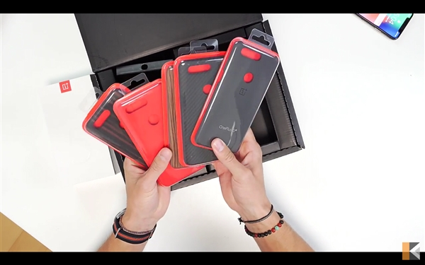 Распаковка OnePlus 5T на видео – фото 2