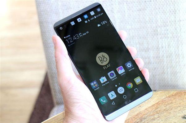 LG V30 показали на 3D-рендерах – фото 1