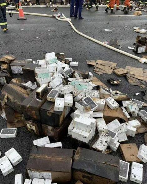 Что там ваши единичные возгорания смартфонов? iPhone горят по-крупному грузовиками