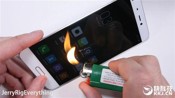 Xiaomi Mi5 не прошел тест на сгибание – фото 6