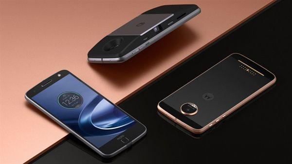 На 21 июня назначен дебют смартфонов Moto – фото 2