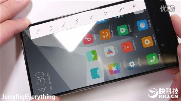 Xiaomi Mi MIX царапали ножом, пытались согнуть и сжечь – фото 3