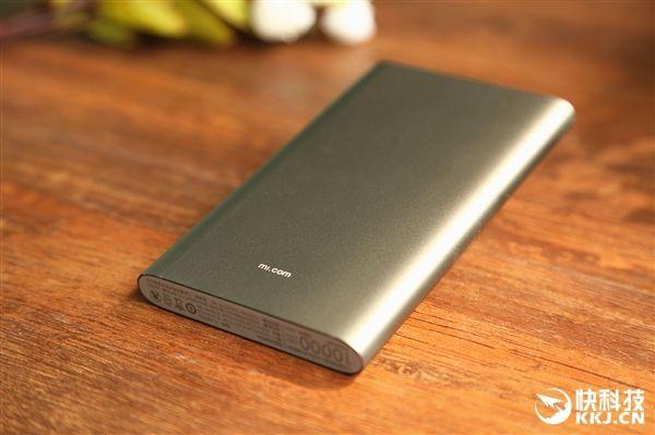 Подробности внешнего вида и характеристик улучшенной версии Xiaomi Mi Power Bank на 10 000 мАч с USB Type-C – фото 3