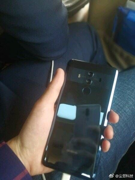 Huawei Mate 10 Pro попал в объектив камеры – фото 2