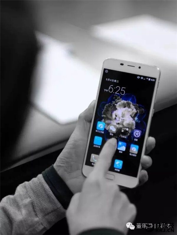 Компания Gree готовит флагман 2-го поколения с 6-дюймовым экраном и дизайном в стиле Meizu Pro 6 – фото 2
