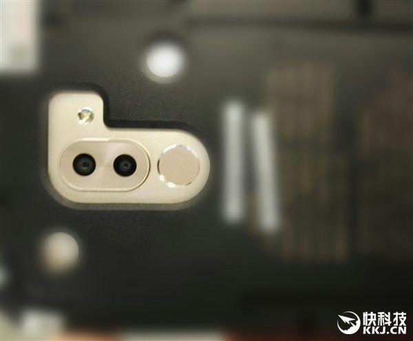 Реальное фото двойной камеры Huawei Mate 9 слили в сеть – фото 1