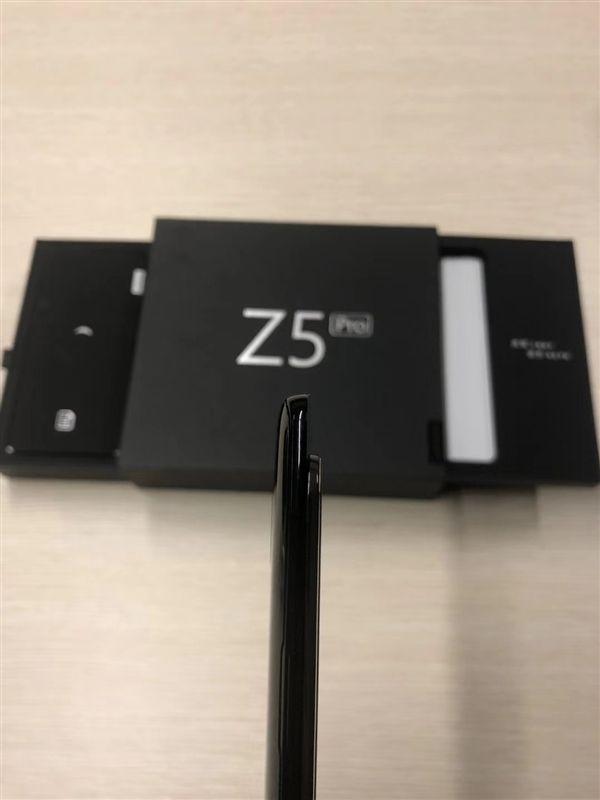Lenovo Z5 Pro: фото и характеристики смартфона – фото 2