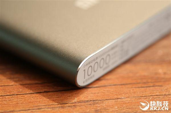 Подробности внешнего вида и характеристик улучшенной версии Xiaomi Mi Power Bank на 10 000 мАч с USB Type-C – фото 6