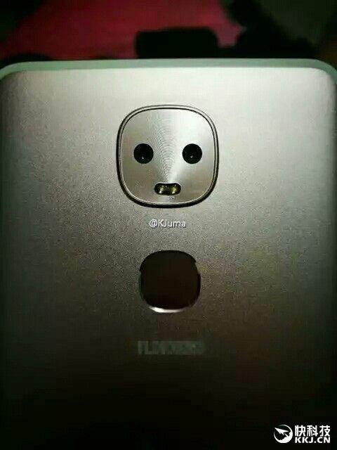 Новинка LeEco с двумя тыльными камерами и цельнометаллическим корпусом засветилось на шпионских фото – фото 3