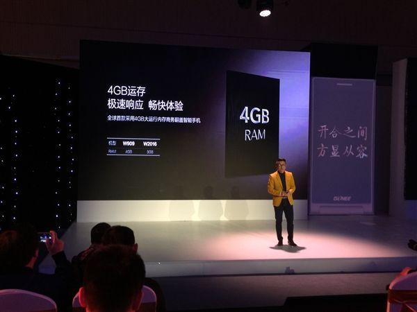 Gionee W909: раскладной телефон с процессором Helio P10 и ценником $615 представлен официально – фото 1