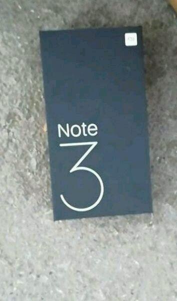 Фото упаковки Xiaomi Mi Note 3 и информация о характеристиках – фото 1