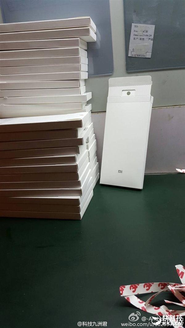 Xiaomi Max: фотографии чехла фаблета выложили в сеть – фото 3