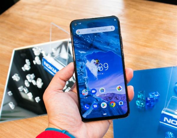Представлен Nokia X71 с тройной камерой и «дыркой» в дисплее – фото 3