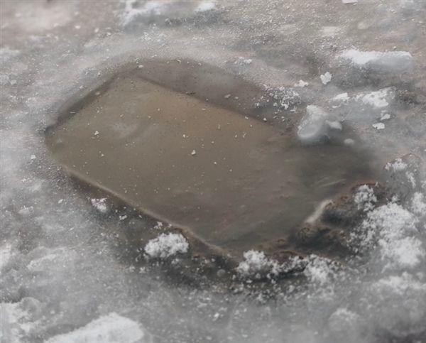 Huawei Mate 10 Pro утопили и заморозили – фото 5