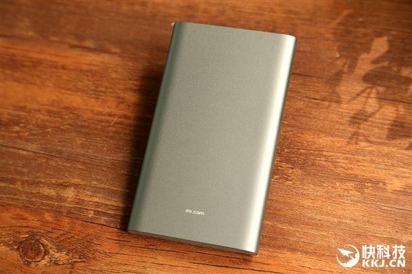 Подробности внешнего вида и характеристик улучшенной версии Xiaomi Mi Power Bank на 10 000 мАч с USB Type-C – фото 2