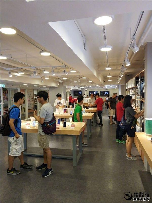 Xiaomi Mi Note 3 существует и им активно пользуется глава компании – фото 2