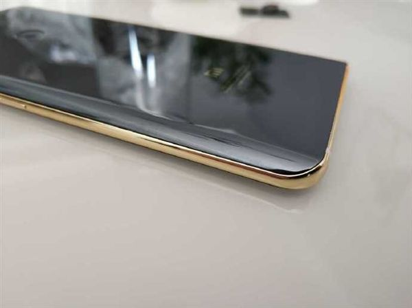Прототип Xiaomi Mi 7 продается за бешеные деньги – фото 4