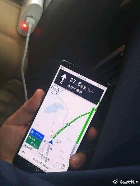Huawei Mate 10 Pro попал в объектив камеры – фото 1