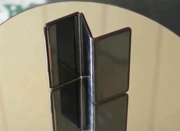 TCL показала складной смартфон-гармошку – фото 3