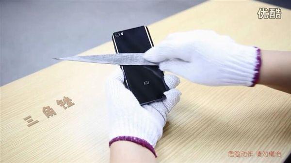 Xiaomi Mi5 с керамической крышкой испытали на устойчивость и механические воздействия – фото 3