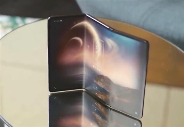 TCL показала складной смартфон-гармошку – фото 4