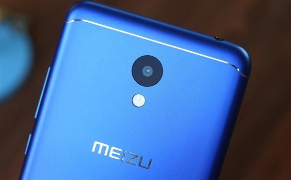 Что рассказал глава Blue Charm о новых смартфонах. Фото розничной коробки одной из новинок слили в сеть – фото 3