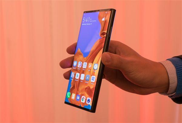 Названо время выхода Huawei Mate X – фото 1