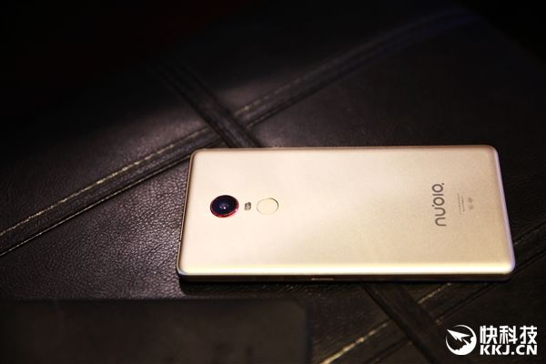 ZTE Nubia X8: планшетофон с 6,44 QHD-экраном, Snapdragon 20 и аккумулятором на 4500 мАч – фото 4